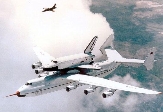 Antonov AN225 e la navicella Buran