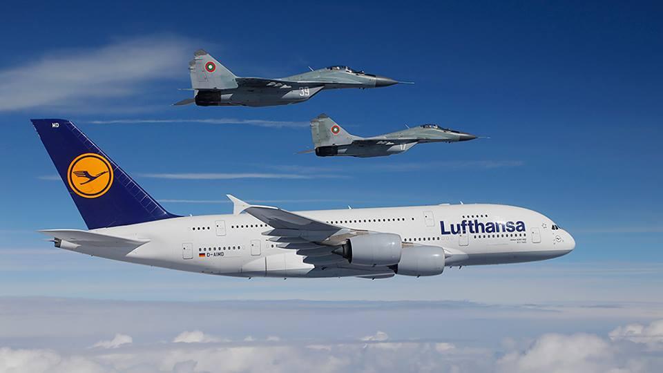 A380 Lufthansa scortato dai MiG-29 bulgari